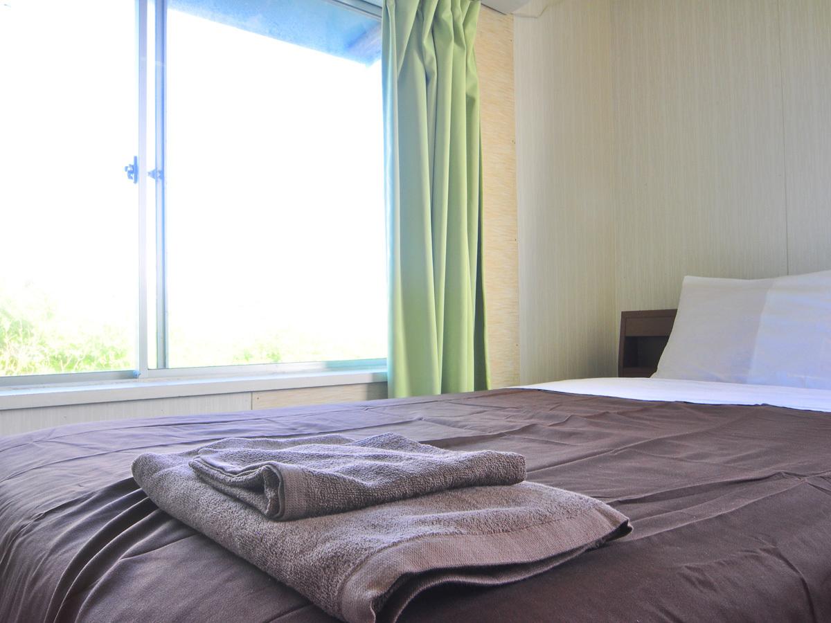 【洋室シングル2F】バス・トイレ付。陽当たりの良い明るいお部屋です。シティビュー。