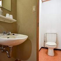 *【本館和室15畳一例】洗面台・トイレ。