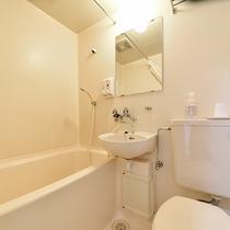 *【本館シングル一例】洋室のお部屋は全部屋バス・トイレ完備!