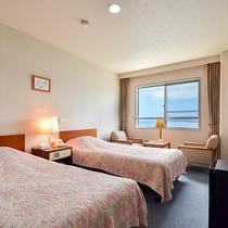 *【本館ツイン一例】客室は3階にございます。お部屋から海も見えます!