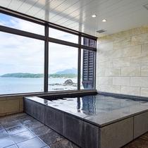 *【男湯大浴場】日本海を一望できるオーシャンビューの大浴場!