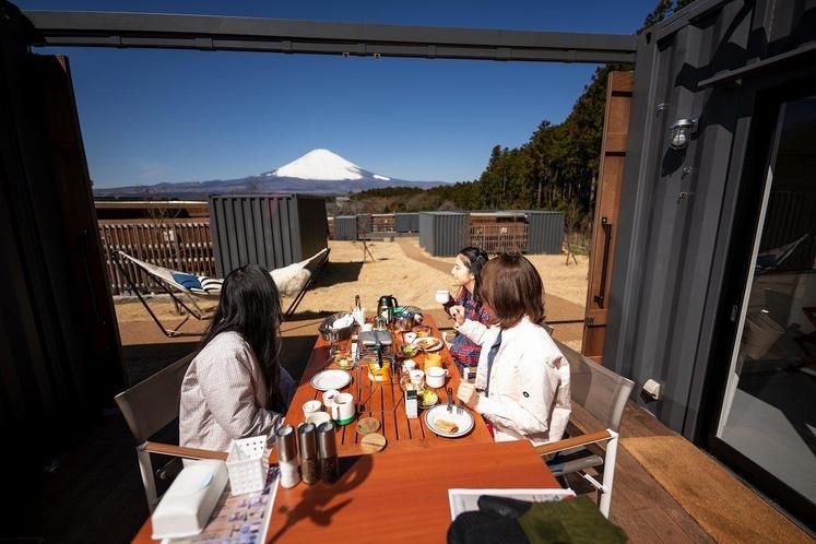 富士山を眺めながらの朝食は格別です