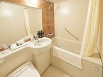 バスルーム(清潔で明るいユニットバスタイプ)