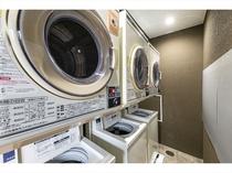 2階コインランドリーコーナー 乾燥はお部屋の浴室暖房乾燥機で楽々乾燥。