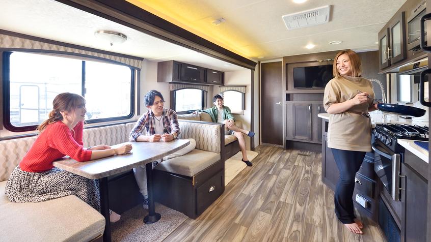 *【室内(一例)】キッチン・トイレに冷暖房・AV機器まで完備した快適空間です。