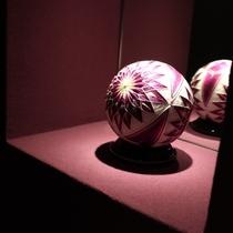 紫の間 装飾(加賀手毬)