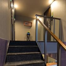 館内 2F階段