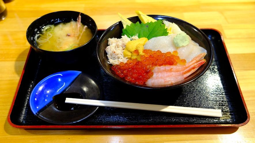海鮮丼(どんぶり横丁もホテル近く)