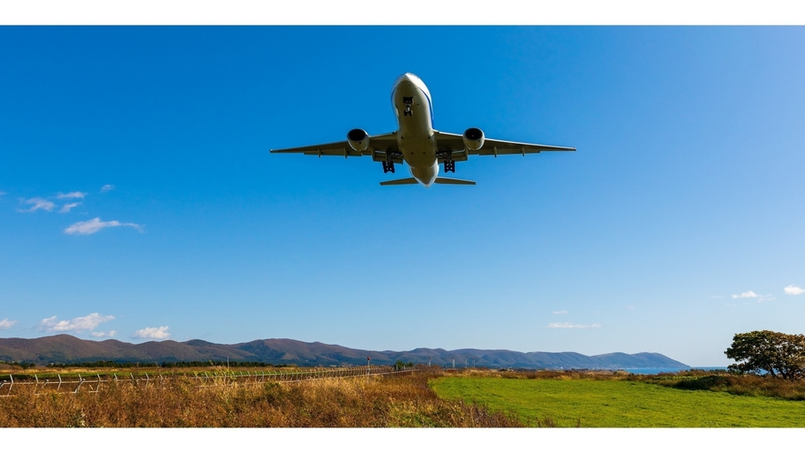 市街地に空港が近いので着陸間近の航空機や離陸した高度をぐんぐん上げる航空機が眺められます