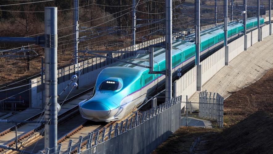 北海道新幹線(新函館北斗駅から函館駅まで函館ライナーで最速23分)