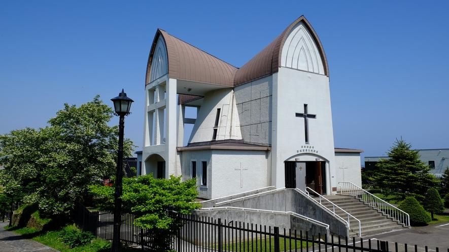 函館聖ヨハネ教会(茶色の十字形をした屋根が印象的、元町の有名な教会のひとつ)