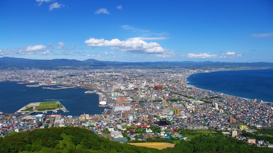 函館山山頂展望台からの昼景(お昼は混み合うことも少なく意外とオススメ)