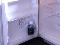 【冷蔵庫(空)】 シングルは1本、ダブル・ツインは2本ミネラルウォーターをサービス♪