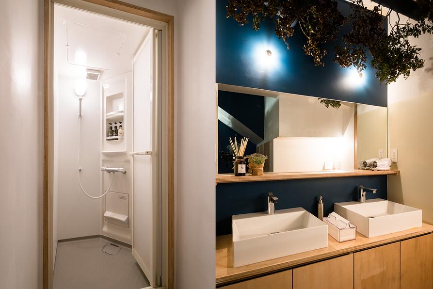 シャワールーム&洗面所