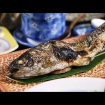 【夕食】地元産 ニジマスの塩焼き