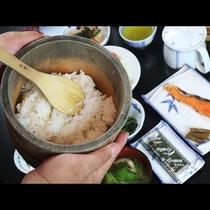 【朝食】木曽桧のおひつにいれたご飯