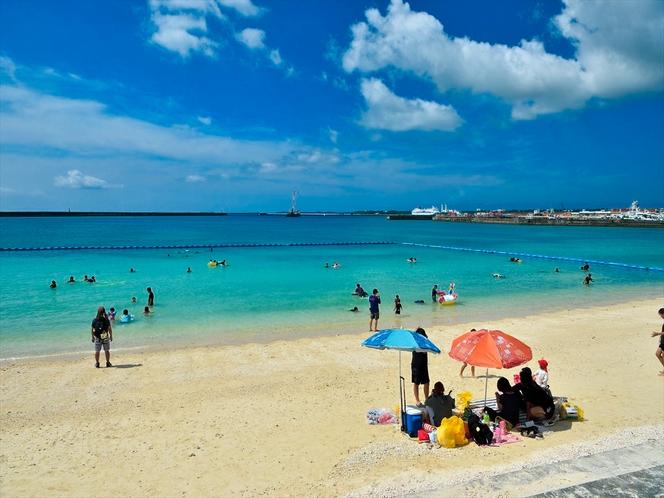 宮古島パイナガマビーチ 車で5分、市内で一番近い海水浴場、夏場はクラゲ除けネットあり。
