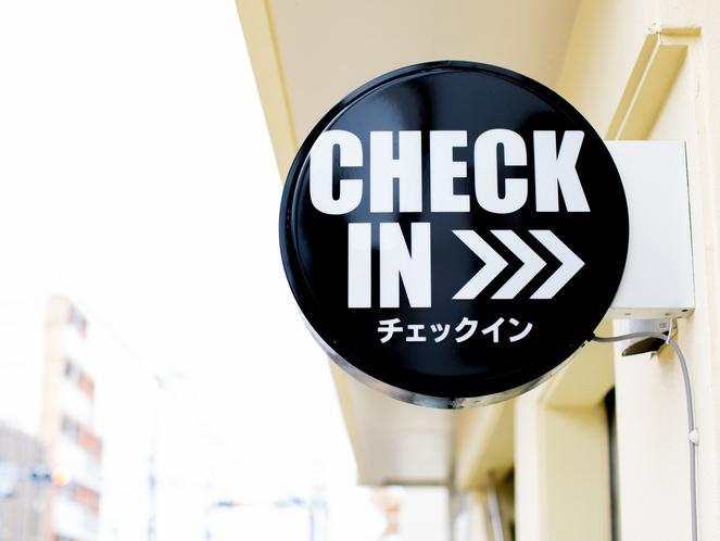 チェックイン場所のコクワシティのご案内(チェックイン看板)平良字西里584 0980-72-6505