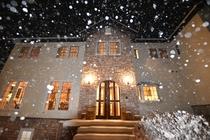 雪降るブルーベルコテージ