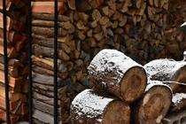 玉切りと薪棚