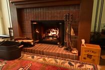 暖炉 オープンファイヤーの暖炉