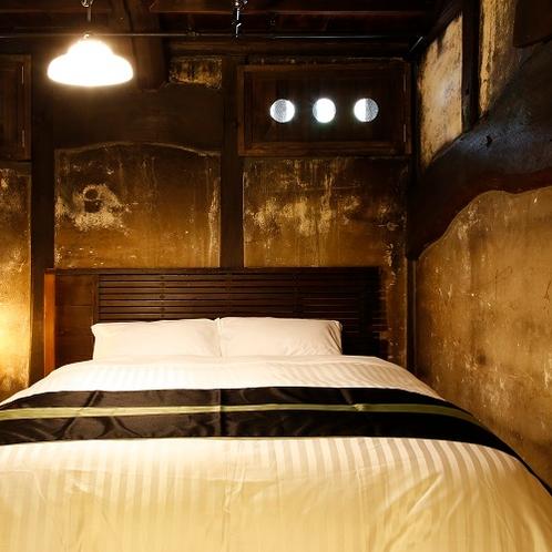 ◆萌黄(もえぎ)寝室◆醤油と酢の蔵であった部屋を、そのままの形を残したこだわりのお部屋でございます