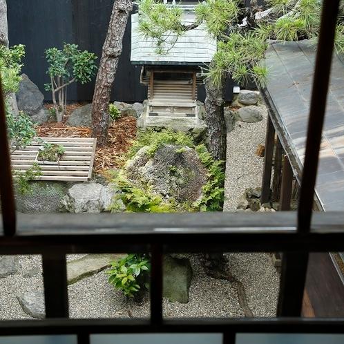 ◆中庭◆2階から見える中庭の姿は、同じ目線から見るものとは異なったまとまりを感じられることでしょう