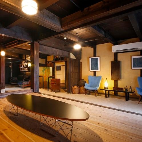 ◆フロントロビー◆玄関の暖簾をくぐった先で、懐かしさを感じられるお出迎えを致します