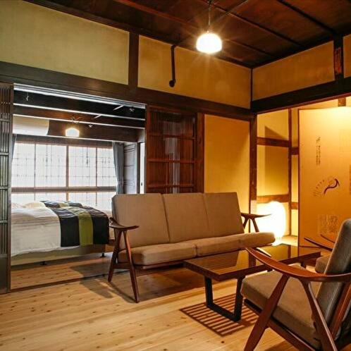 ◆翡翠(ひすい)◆建物にゆかりのある家具をご覧になりながら、談話スペースとしてご利用下さい