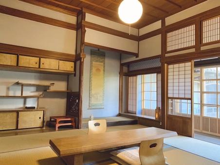 母家 (和室8畳、洋室ベッドルーム12平米、談話室15平米)