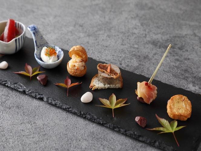 アミューズ(古処鶏のタタキ・ケークサブレ・マグロとアボカド・リコッタチーズ・豚米パテ
