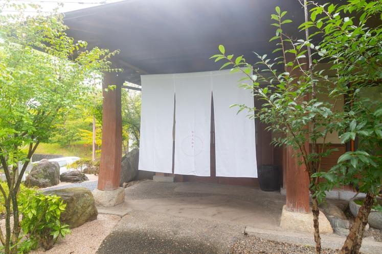 秋月久織亭・フロント入り口