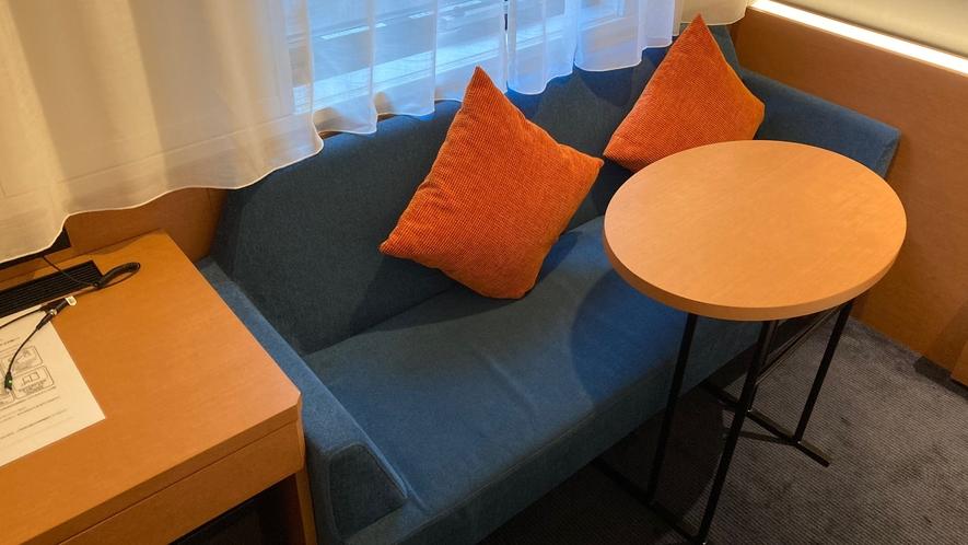 ダブルルームのソファ
