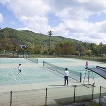 【テニスコート】室外18面・室内2面