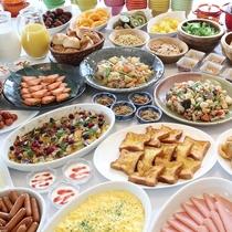 【朝食バイキング】和洋中50種のバイキングお楽しみ下さい。