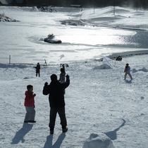 【湖畔の雪遊び広場】