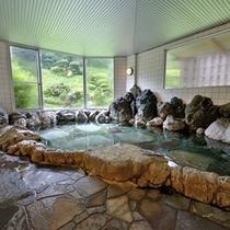 *【庭園風呂】純日本風庭園が見える岩風呂です