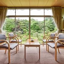 *【和室】窓いっぱいに広がる日本庭園を眺めながら日々の疲れを癒してください。