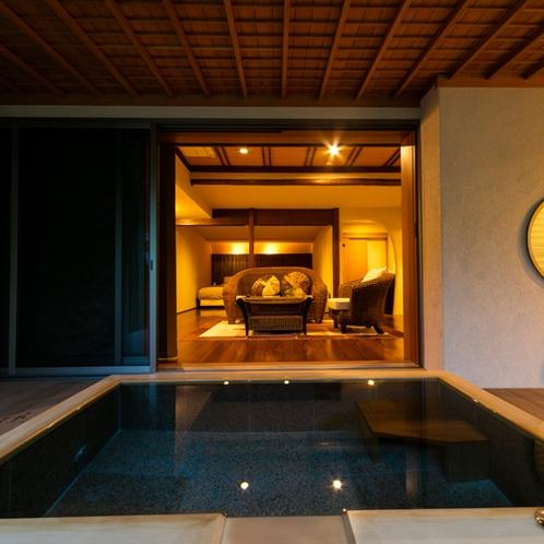 <坂戸和洋室タイプ> 露天風呂よりお部屋を望む