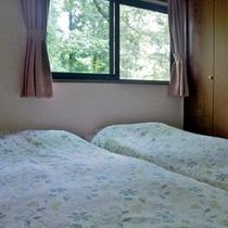 寝室(ツインベッド)