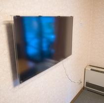 壁掛け40インチ大型テレビ