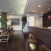 ホテルロビーではセルフカフェがございます。挽きたてのコーヒーをお楽しみいただけます。