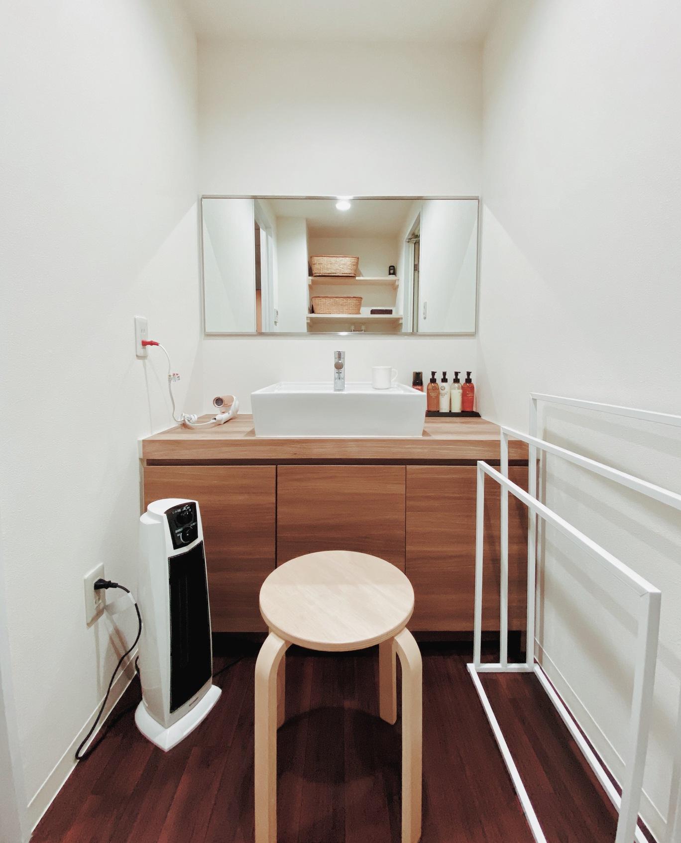 スイートルームの洗面台