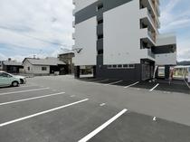 ■ecott / 駐車場■ 敷地内に平面駐車場有り。[営]15:00〜10:00 駐車場代無料(Go