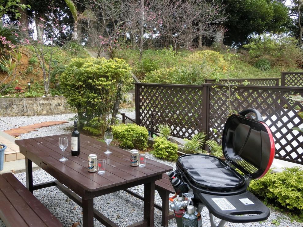 お庭でバーベキューパーティーできます
