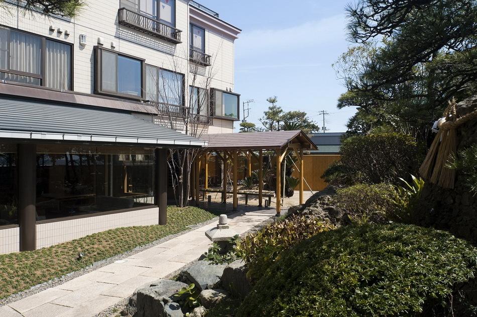 庭園からの建屋