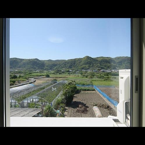 当館の客室からの眺め。山側の角部屋で3名様でお過ごし頂けます。