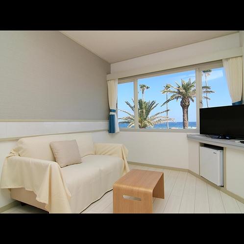 当館の客室の一例です。オーシャンビューのお部屋で2名様でお過ごし頂けます。