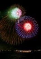 夏には富士五湖の花火大会がございます