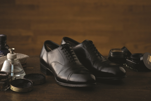 【自分も靴もピッカピカ!朝食付】足元から男前!職人による靴磨きとスキンケアセット&日経新聞(朝食付)